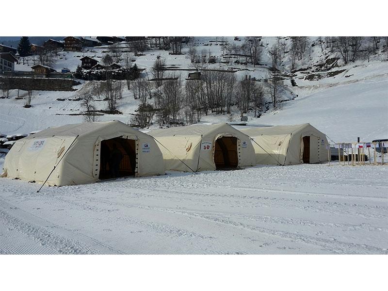 tente-gonflable-championnat-monde-ski-alpiniste